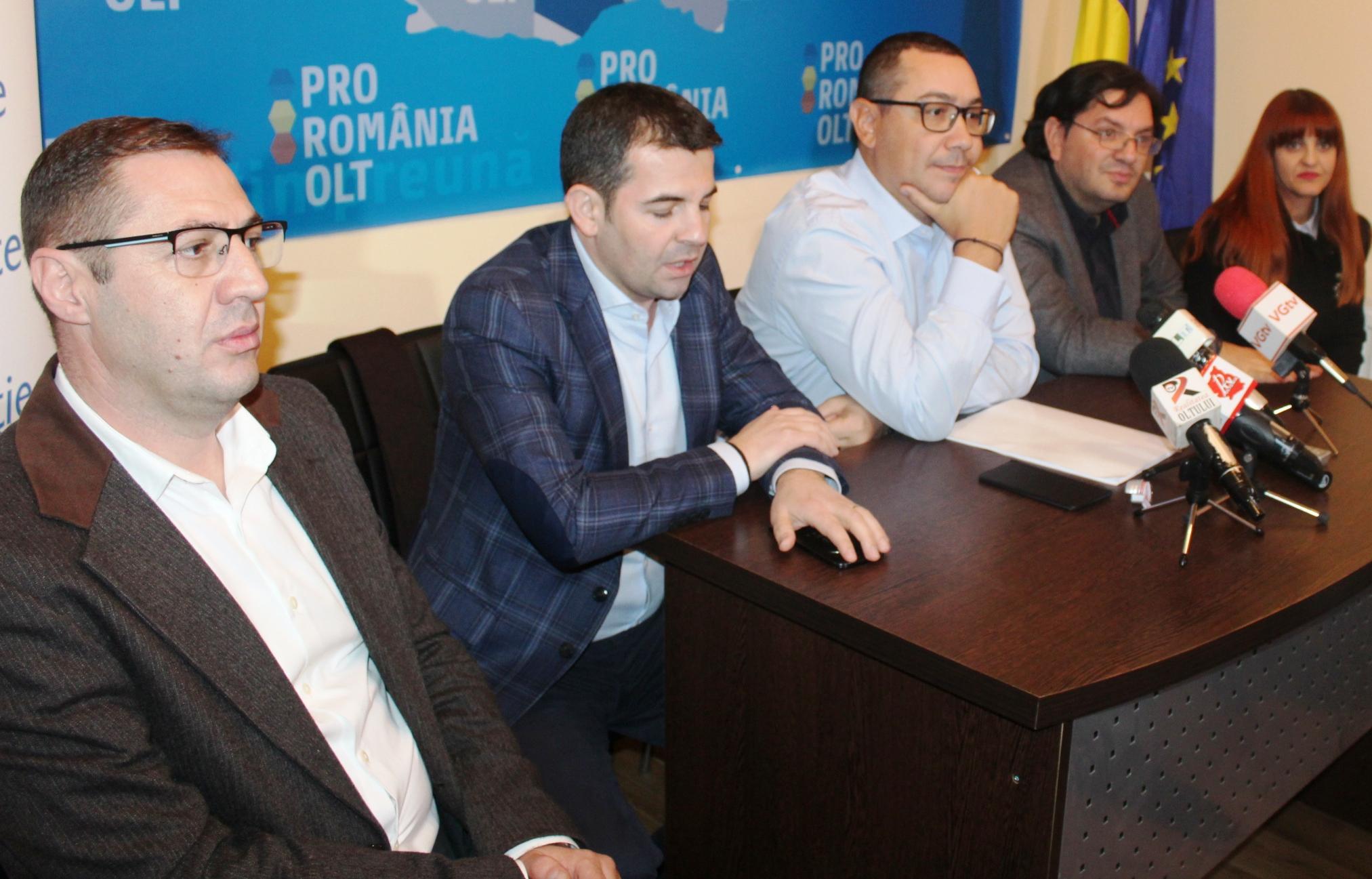 Victor Ponta, Daniel Constantin şi Nicolae Bănicioiu, alături de echipa Pro România Olt